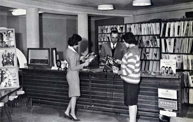 Teheran, femmes chez le disquaire, 1950